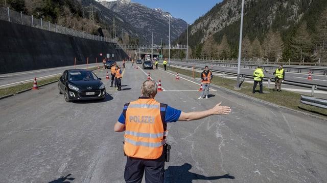 AutomobilisAs vegnan infurmads a Göschenen.