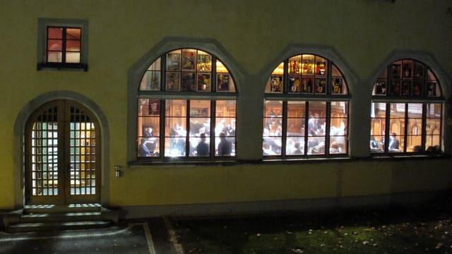 Nächtliche Aussenaufnahme des Rathauses Schaffhausen.