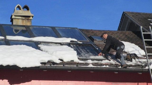 Schneedruckschäden an Solarkollektoren beschäftigten unter anderem die «Glarnersach».