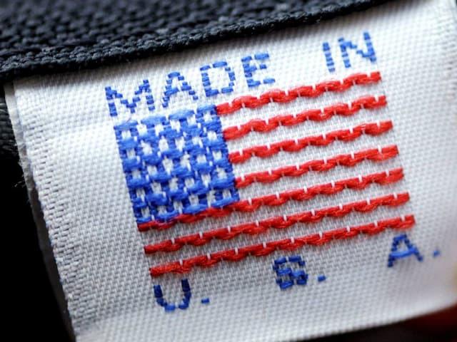 Auf T-Shirt-Etikette steht «made in USA»