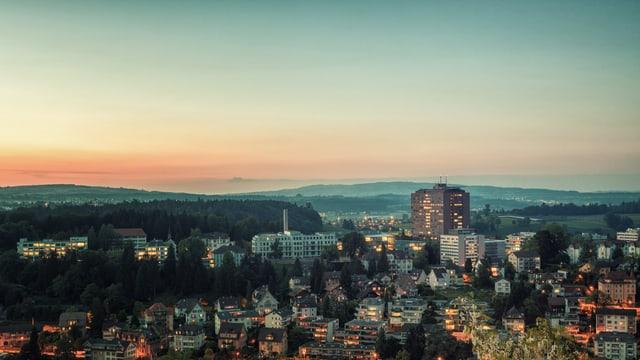 Panoramabild mit Kantonsspital Luzern bei Sonnenuntergang