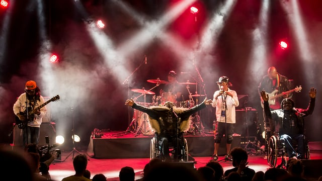 Mbongwana Star aus dem Kongo spielten dieses Jahr an den Stanser Musiktage auf.