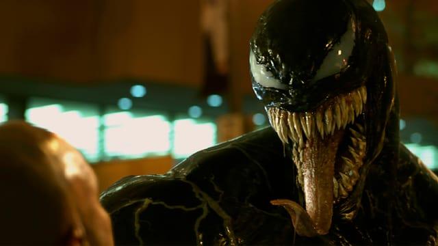 Das Alien-Monster Venom zeigt Zähne.