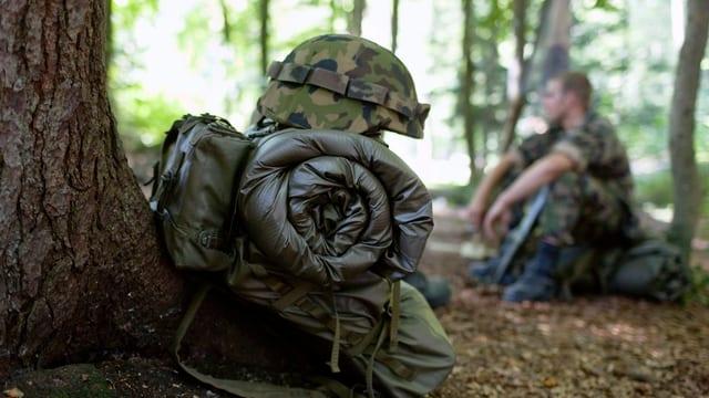 1 Rucksack, 1 Soldat, 1 Wald