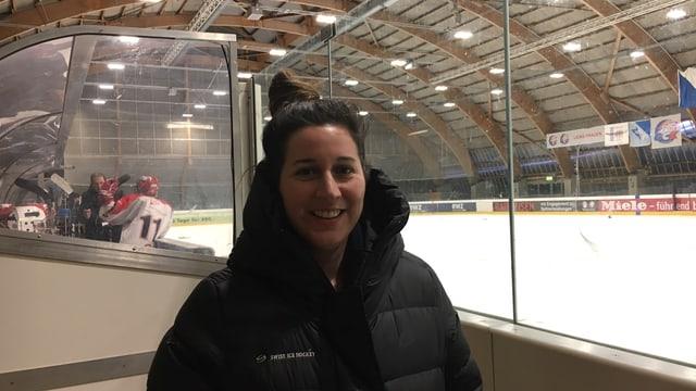 Nationaltrainerin Daniela Diaz ist an den Wochenenden mehrheitlich in Eishallen anzutreffen