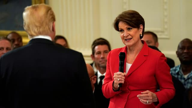 US-Präsident Trump im Weissen Haus mit Lockheed-Martin-Chefin Hewson.