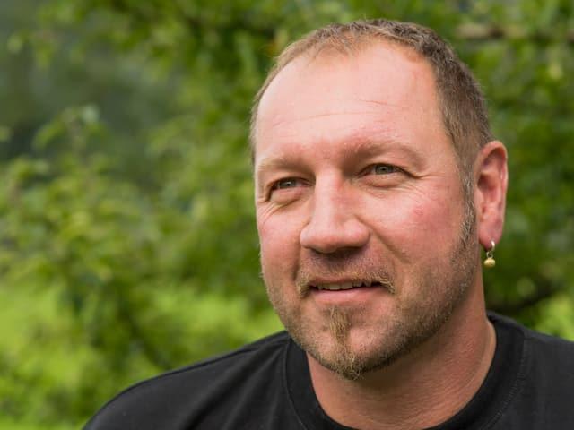 Der Hühne Michel Pesche» wirft mit 83,5 Kilogramm schweren Granitbrocken um sich, als wäre es Murmeln.