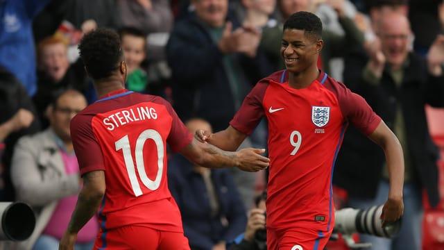 Rashford bejubelt sein erstes Tor für England