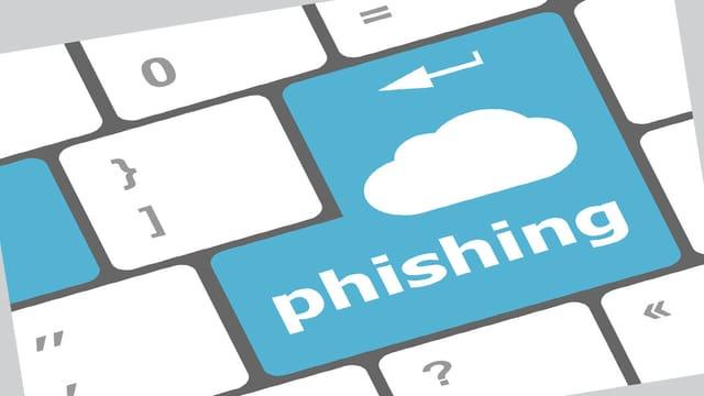 """Tastatur mit dem Schriftzug """"Phishing"""" auf der Eingabetaste."""