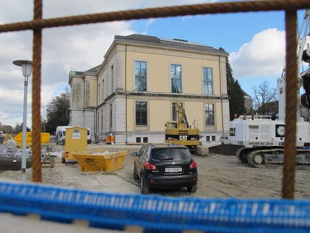 Kunstmuseum mit Baustelle im Vordergrund