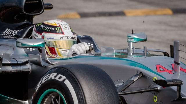 Lewis Hamilton steuert seinen «Silberpfeil».
