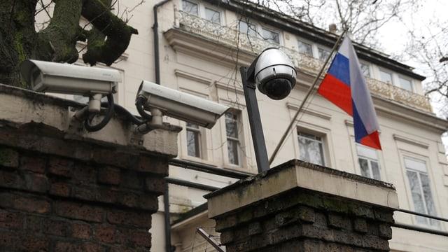 Purtret da l'ambassada russa a Londra.