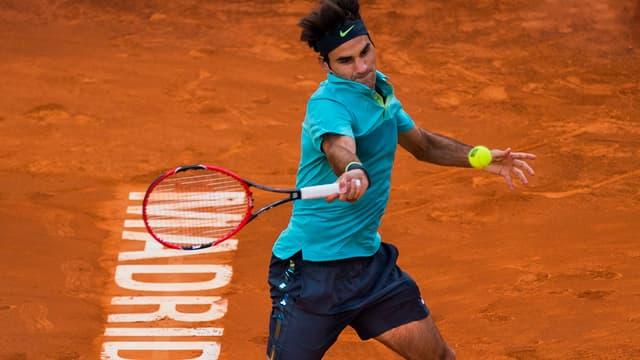 Roger Federer spielt in Madrid auf Sand.