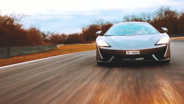 Video «McLaren 570S, Ändu auf dem Weg zum Rennfahrer, Amphibienfahrzeug» abspielen
