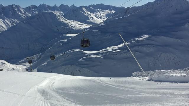 Las pendicularas sin il Schneehüehnerstock sur il pass Alpsu.