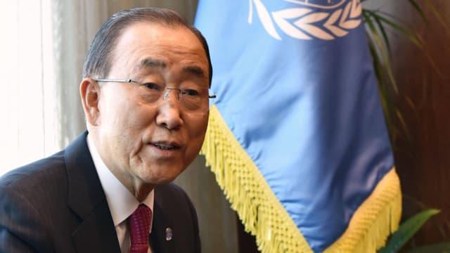 Ban Ki Moon vor UNO-Fahne