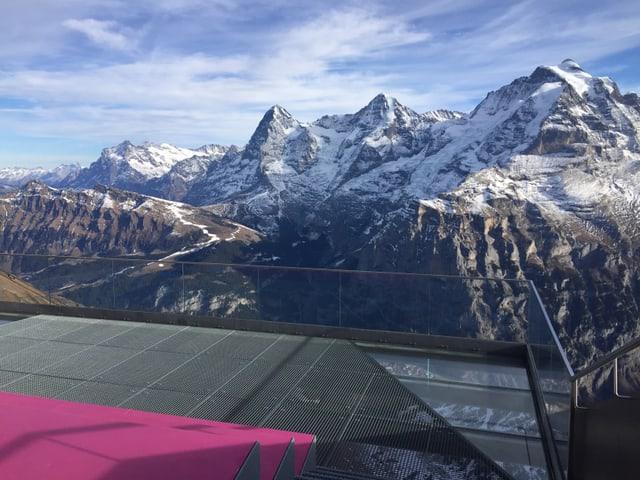 Eiger, Mönch, Jungfrau - im Vordergrund die Aussichtsplattform.