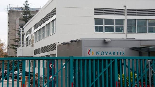 Werkstor von Novartis in Prangins