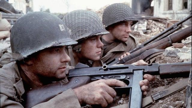 Tom Hanks in «Saving Private Ryan». Er hat eine Waffe in der Hand.