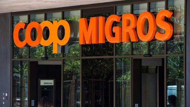 Logos von Coop und Migros