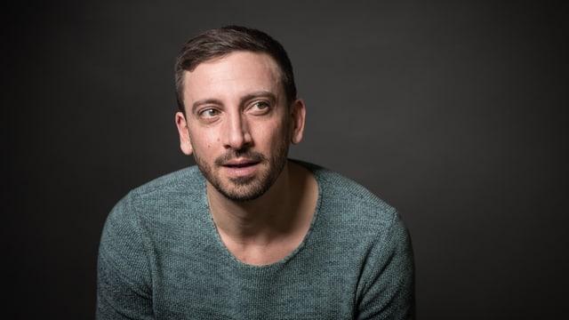 Porträt von Rolf Sommer, der in die Kamera lächelt.