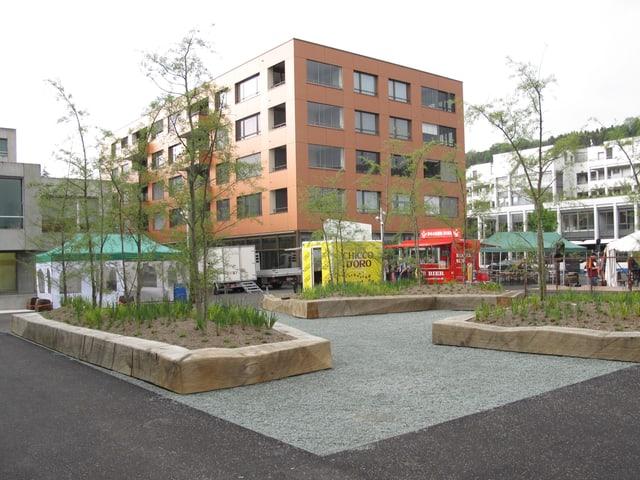 Der neue Gemeindehausplatz kurz vor der Einweihung.