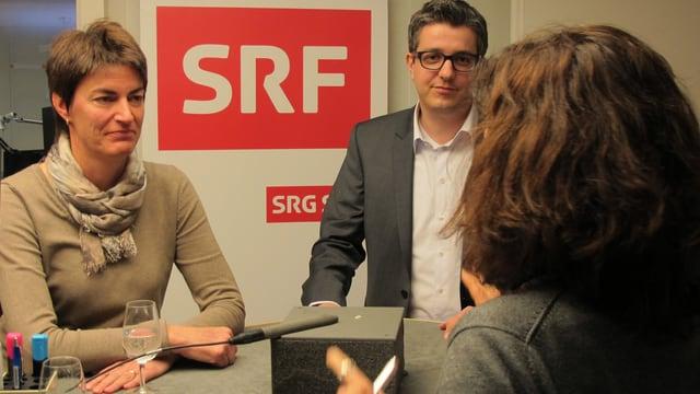 Marianne Lienhard (SVP) und Benjamin Mühlemann (FDP) im Gespräch.