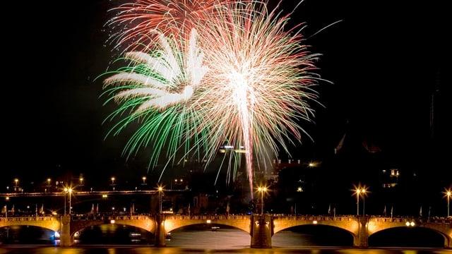 Feuerwerk über Mittlerer Brücke