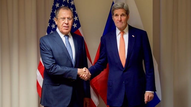Da san. Sergej Lawrow e John Kerry.