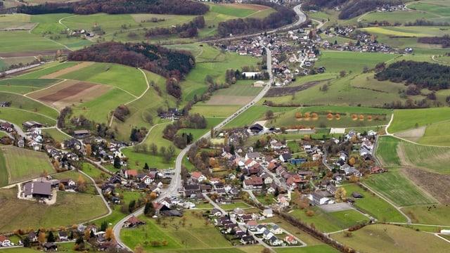 Die Dörfer Effingen und Bözen aus der Vogelperspektive