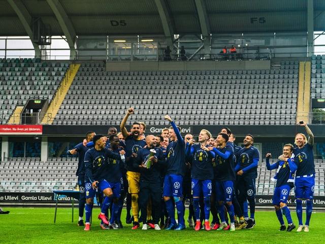 Die Göteborg-Spieler jubeln im heimischen Stadion.