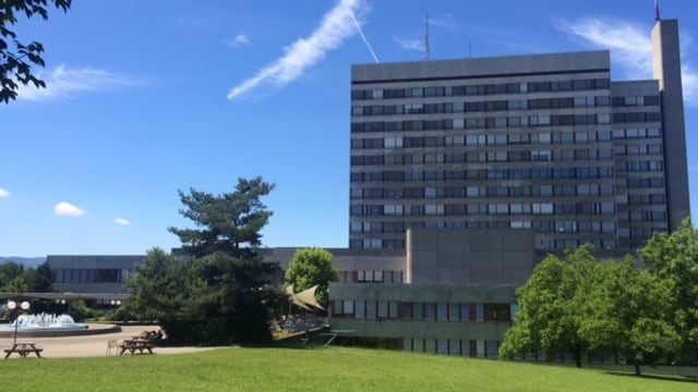 Haupteingang des Bruderholzspitals