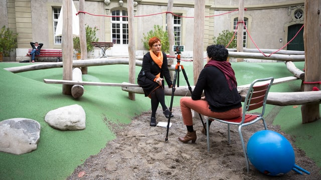 SRF-News-Redaktorin Christa Gall im Interview mit Cécile Bühlmann, ehemalige Nationalrätin der Grünen.