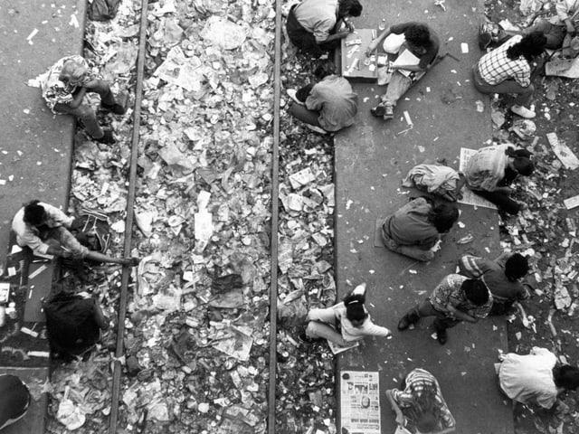 Szenen der offenen Drogenszene am Letten in Zürich.