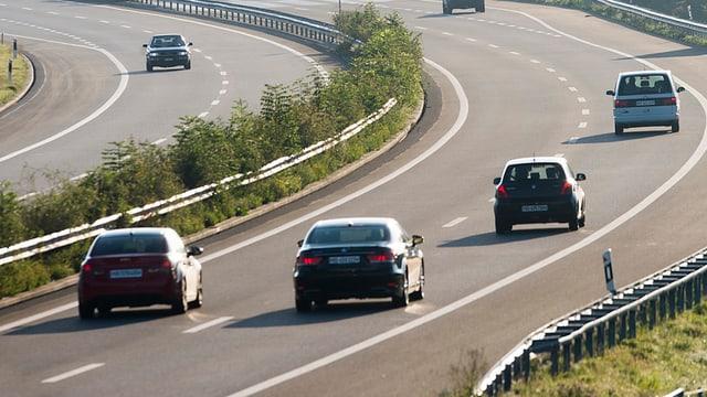 Autos sin in'autostrada en Svizra.