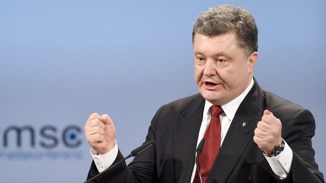 Il president ucranais Petro Poroschenko durant in pled.