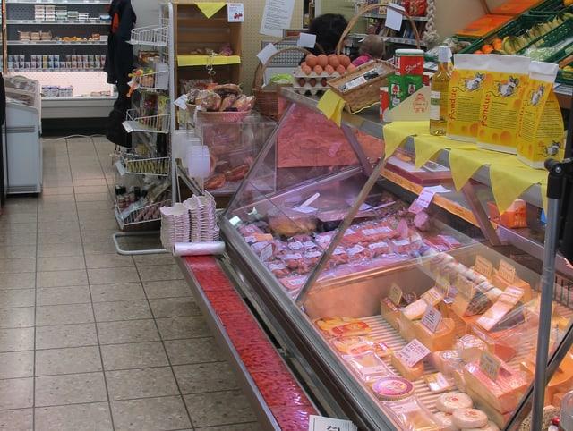 Fleischtheke im Dorfladen in Berg am Irchel.