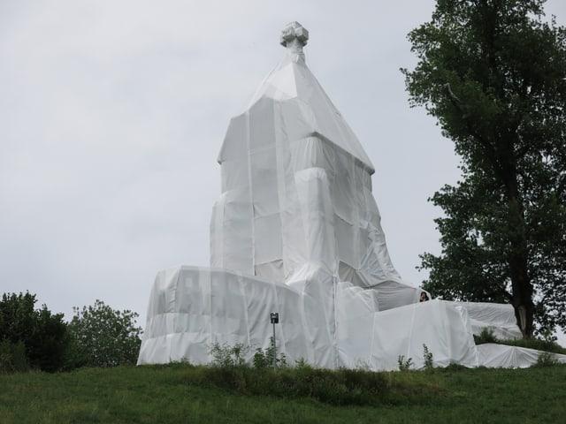 Das verhüllte Morgartendenkmal