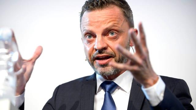 Portrait des Wirtschaftsrechtlers Prof. Dr. Hans-Ueli Vogt.