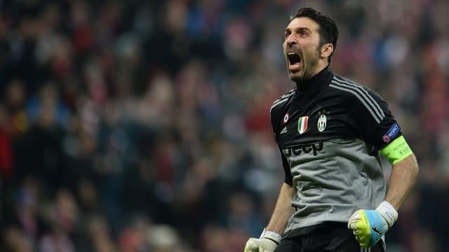 Gianluigi Buffon schreit seine Freude heraus.