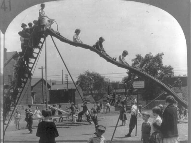 Ein Kinderspielplatz aus dem Jahre 1926.