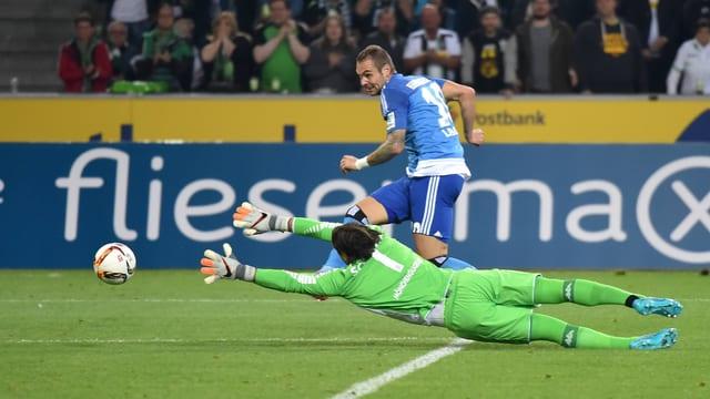 Lasogga erzielt das 1:0