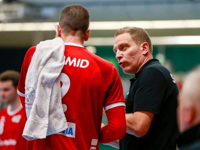 Der Schweizer Leader Andy Schmid und Nati-Coach Michael Suter.