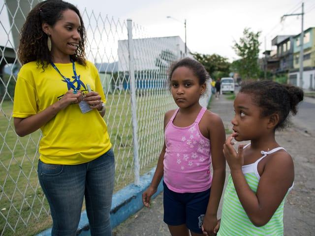Wenn es die Verhältnisse zulassen, werden die Strassenkinder von Rio de Janeiro wieder in ihr familiäres Umfeld zurückgeführt,