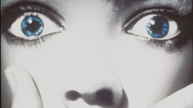 Schreckgeweitete Augen einer Frau