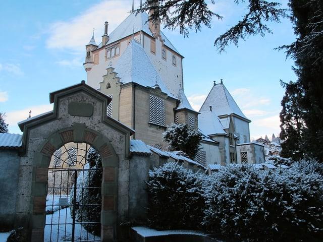 Schlossansicht mit Schnee