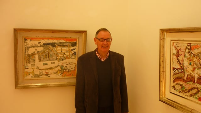 Giusep Decurtins cun ovras en il Museum Sursilvan Cuort Ligia Grischa.