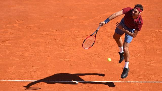 Roger Federer auf Sand.