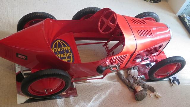 Ein alter roter GoKart