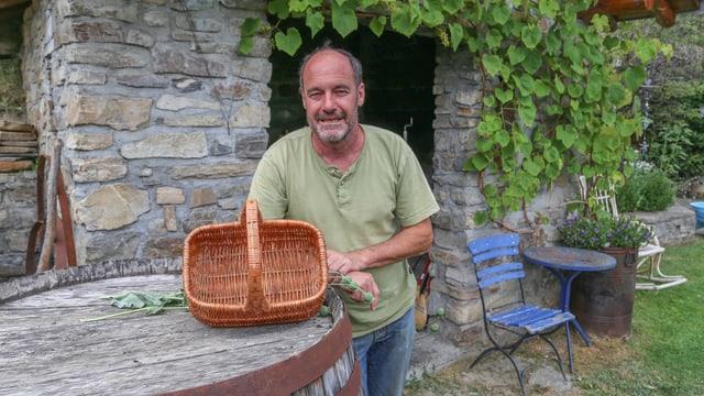Egmunt Heisch cun ses chanaster da bulieus vit.